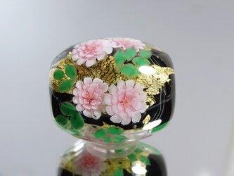 牡丹のとんぼ玉(ガラス玉)金箔入りの画像