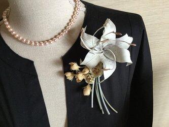 百合と小花の画像