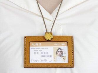 SMILE 社員証ケース(ネックストラップ付)・キャメルの画像