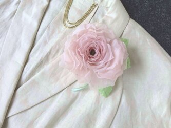 覚めたピンクの薔薇 * スイス製コットン * コサージュ 髪飾りの画像