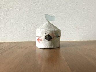 春を告げる鳥飛ぶ陶の小さいもの入れ の画像