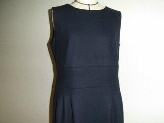 「Gマダム様ご依頼品」ウールのノースリーブタックワンピース(紺)の画像
