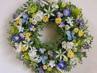 大きめ・ブルー系の優しい小花のリース(35センチ)の画像