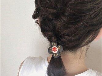 お花のヘアゴム/黒の画像