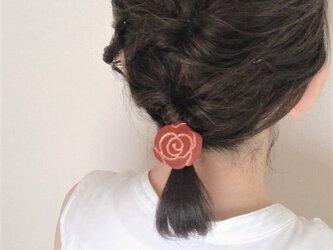 バラのヘアゴムの画像
