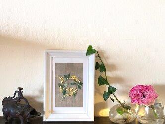手刺繍 壁飾り  ミモザの画像