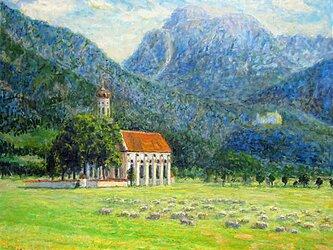 牧草地の中の小さな教会の画像