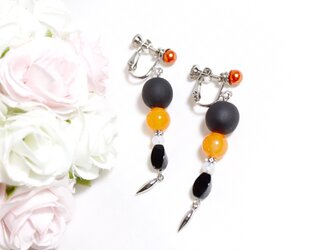 【1点のみ】ブラックウッドビーズとオレンジカルセドニーのイヤリング〔326〕の画像