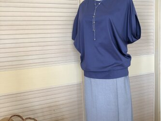 送料込・綺麗な青紫のプルオーバーの画像
