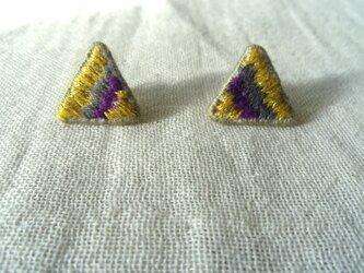 刺繍ピアス きいろの三角の画像