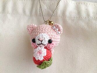 【受注生産】赤色イチゴ・淡ピンク色ネコさん*鈴付きイヤホンジャックストラップの画像