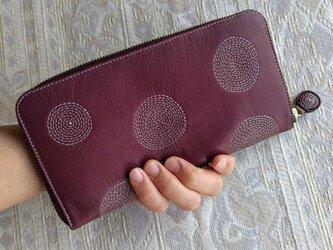 刺繍革財布『ぐるぐる』ワイン(やわらかヤギ革)ラウンドファスナー型の画像