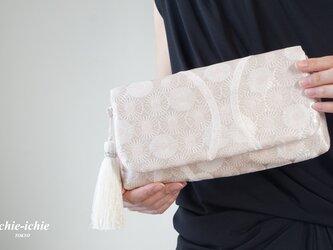 結婚式やパーティー、日常使いにも。2way帯クラッチバッグ& ハンドバック 絹帯 リメイク 桜色 シルバーの画像