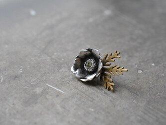 anemone pin brooch/peridotの画像