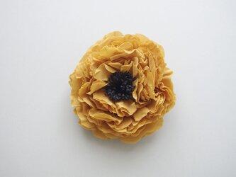 ■着物リメイク コサージュ からし色×黒 芍薬 牡丹の画像