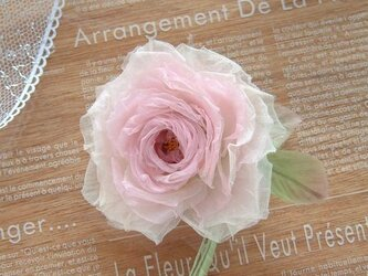ベビーピンクの薔薇 * シルクオーガンジー製 *コサージュ 髪飾の画像