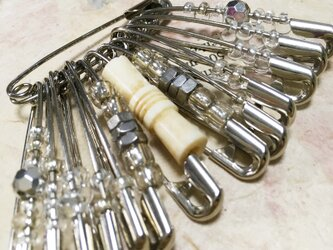 safety pin accessaries008の画像