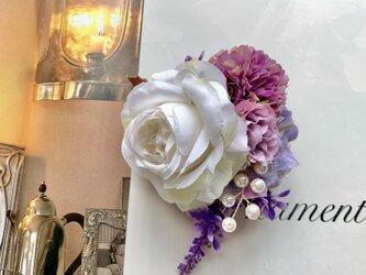 ホワイトローズとパープルフラワーのコサージュ *卒業式*入学式*結婚式の画像