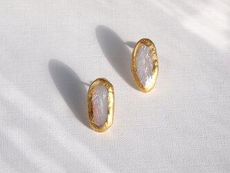 金箔とパールのスタッドピアス/ovalの画像