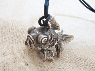 鈴『出目金魚』銀製(シルバー925)の画像