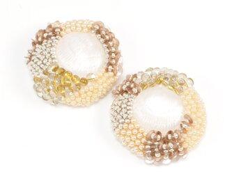 ビーズ刺繍のおおぶりイヤリング・ピアス(金具が選べます)2の画像