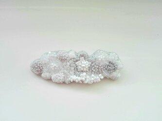 刺繍ブローチ 白い花束の画像