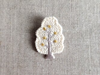 【受注制作】白い木ブローチの画像