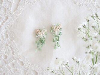 春のブーケピアス/イヤリングの画像