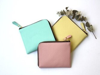 【ミントグリーン】牛本革のスリムなミニ財布 シュリンク エメラルドグリーンの画像