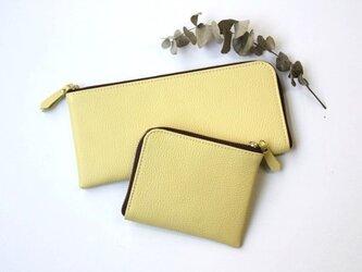 【レモンイエロー】牛本革のスリムなミニ財布 シュリンクの画像