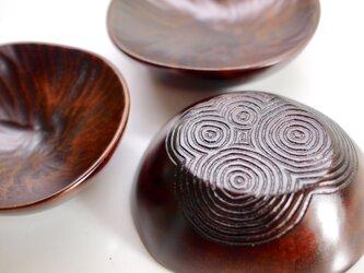 小皿〈四巴〉の画像