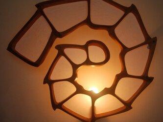 うずまき型壁掛けランプの画像