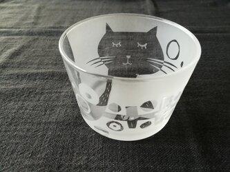 ガラスの小鉢 想い猫の画像