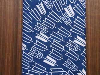 天然藍の型染め手拭い  矢羽の画像
