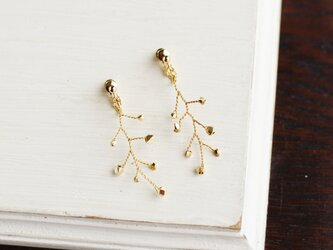 キラキラ小枝のイヤリングの画像