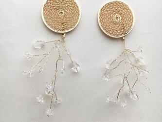 透かしメタルとワイヤービーズのイヤリングの画像