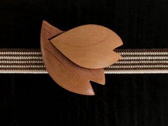 木の帯留め 組み木絵レリーフ「花びら」(三分紐用)の画像