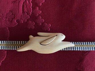 木の帯留め 組み木絵レリーフ「うさぎ」(三分紐用)の画像