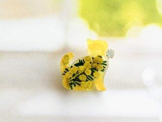 プチネコのミモザ入りブローチ(イエロー)の画像