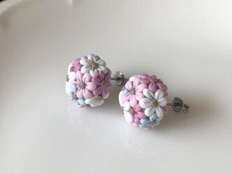 『送料無料』half flower ball ピアス 1.5㎝ / ポリマークレイの画像