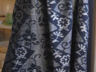 久留米絣手織り反物と濃紺無地からタックワンピースの画像