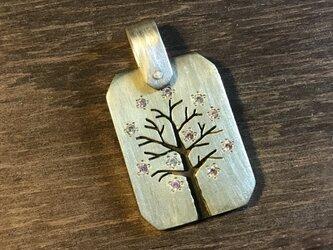 桜の木 ペンダントトップ 真鍮の画像
