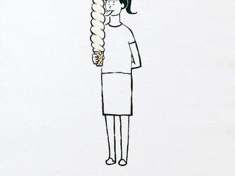 ロングロングソフトクリーム・少女の画像