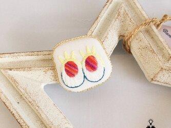 送料無料:メダマちゃんブローチ【手刺繍】レモンイエローまつげの画像