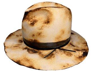 Burned down wide brim fedora hatの画像