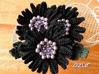 ガーベラのコサージュ(大) 黒・スワロフスキーパールプラスの画像