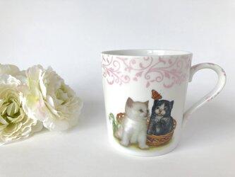 *イニシャル入れ無料*可愛い子猫と蝶々のマグの画像