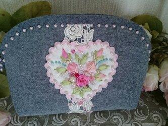 薔薇とハートの刺繍ポーチ(ピンクハート)の画像