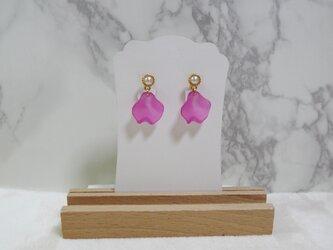 春花イヤリング 濃ピンクの画像