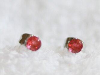 宝石質ピンクトパーズのファセットカット・スタッドピアス(4mm・サージカルステンレス)の画像